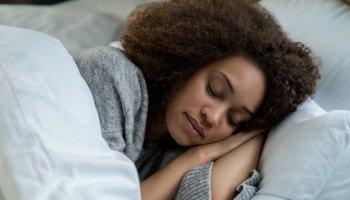 Compensar sono perdido dormindo mais depois é prejudicial à saúde